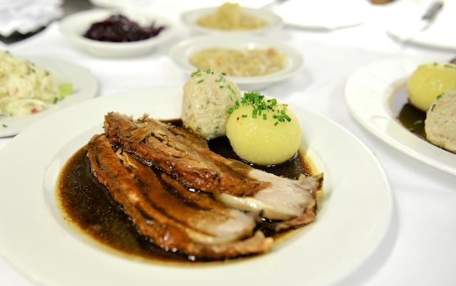 Krustenbraten, Paulaner im Tal, Foto Sabine Ruhland, foodhunter