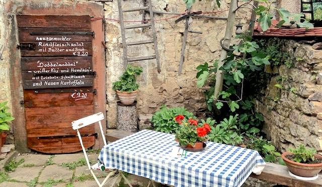 Pfalzfeste: Wein, Flammkuchen, Geselligkeit. Unser Tipp: Hambach