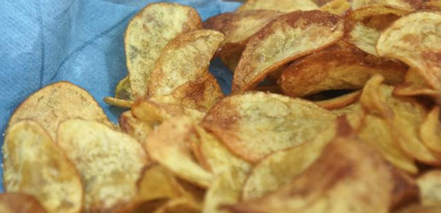 Selbst gemacht: knusprige Kartoffelchips.