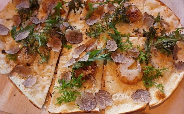 Luxus-Flammkuchen. Entdeckt im Rizzi, Baden-Baden. High-leveled vegetarian food