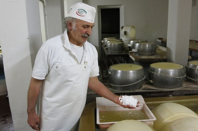 Emilia Romagna kulinarisch: der Parmegiano Reggiano.
