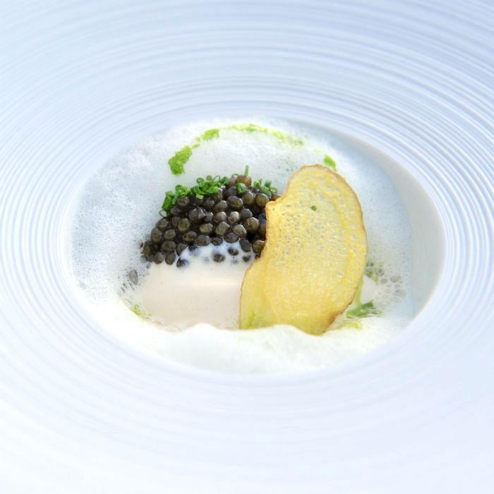 Haselnussmilch und Kaviar