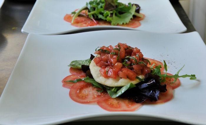 Sardinen auf Tomatentarte